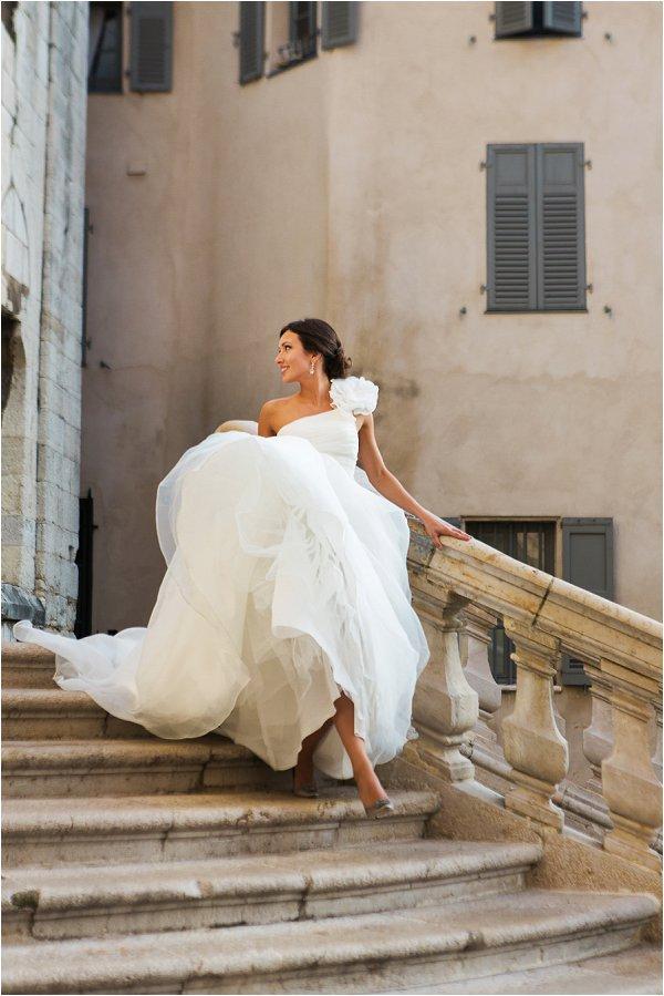 Beautiful bride walking down steps in Grasse photoshoot