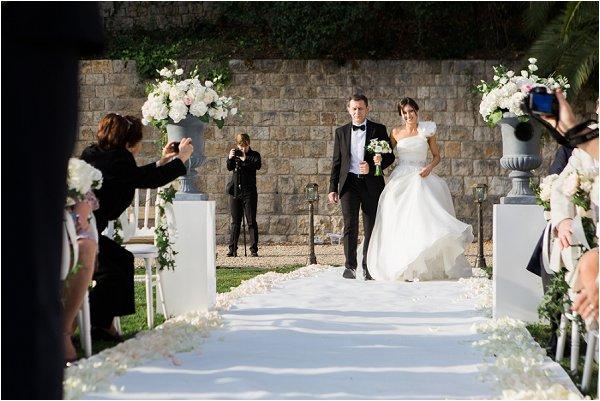 The Brides arrival at Chateau Saint Georges