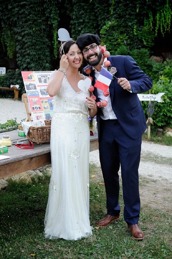 Fun wedding DIY photo booth