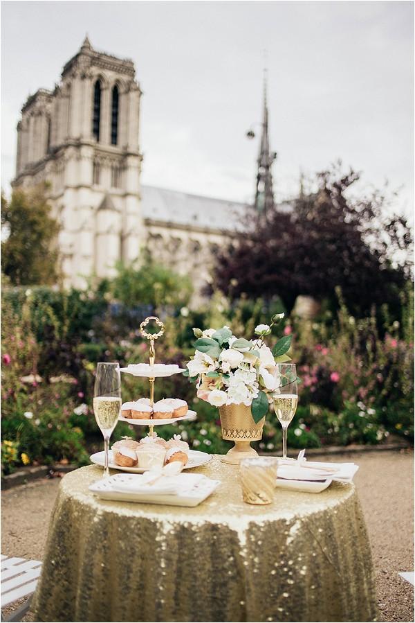 Gold sparkle elopement table in Paris
