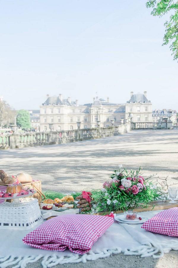 Jardin de Luxembourg wedding picnic