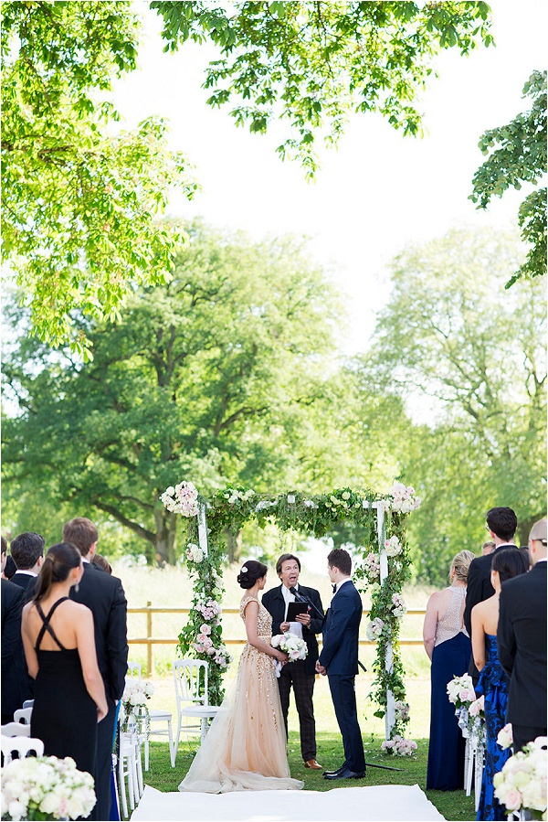 get married at Chateau de Varennes