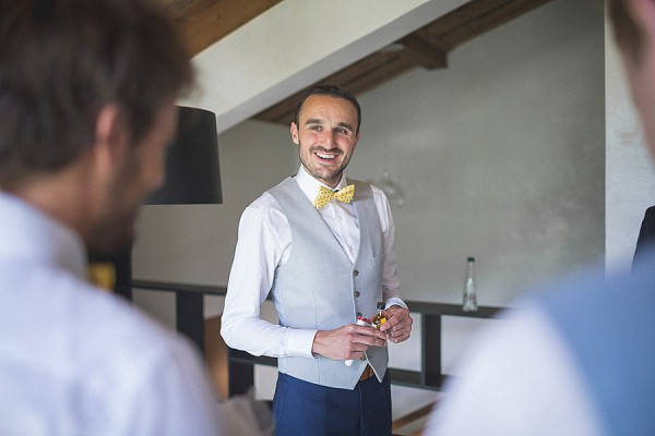 Mustand yellow pokka dot bow tie