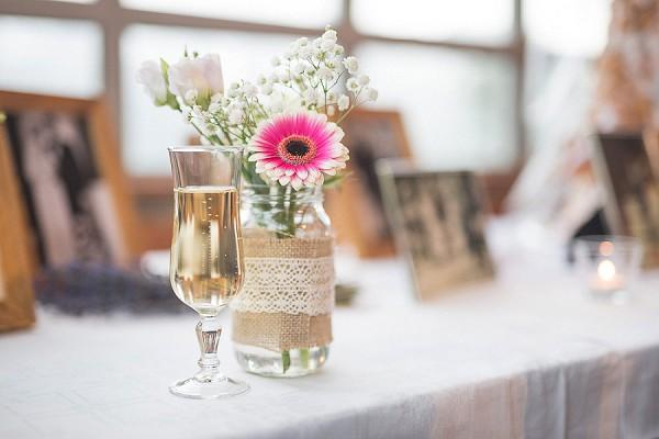 Photo table wedding idea
