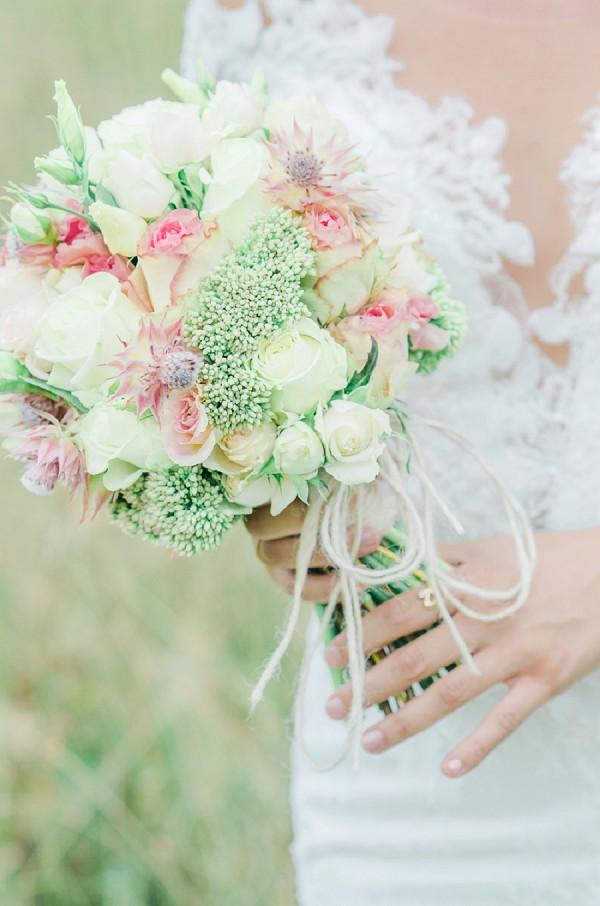 Simple rose wedding bouquet