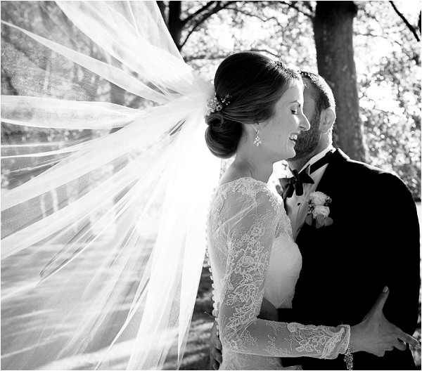 bridal veil in wedding photo ideas