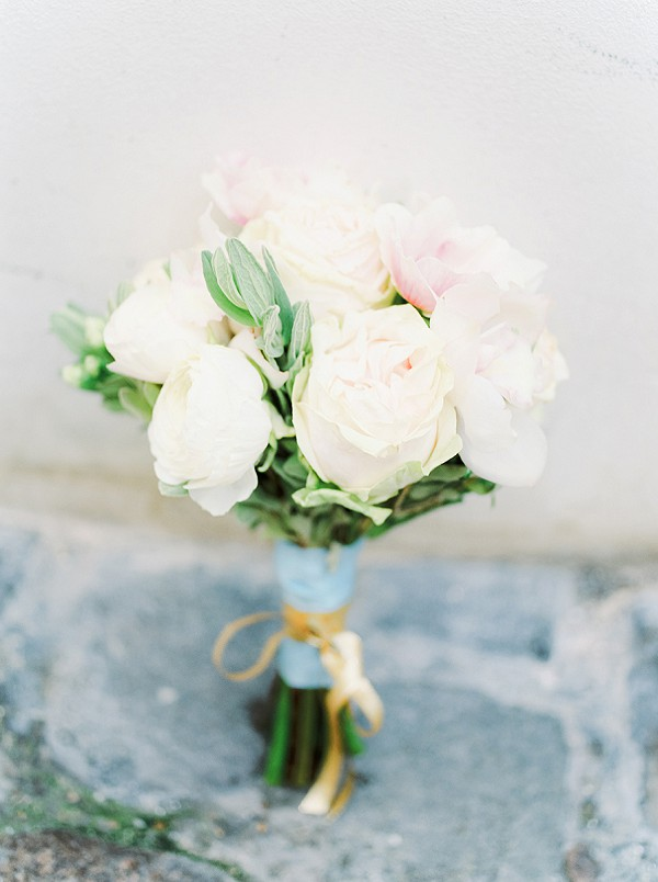 Simple small rose bouquet