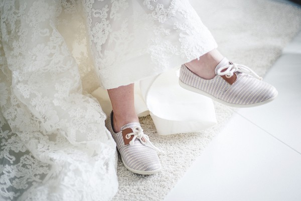 Simple wedding shoes for bride