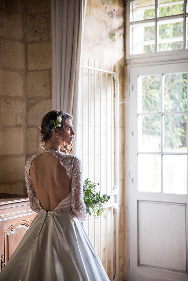 Elegant backless wedding gown