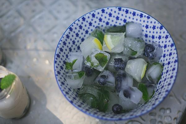 Pretty wedding ice cubes