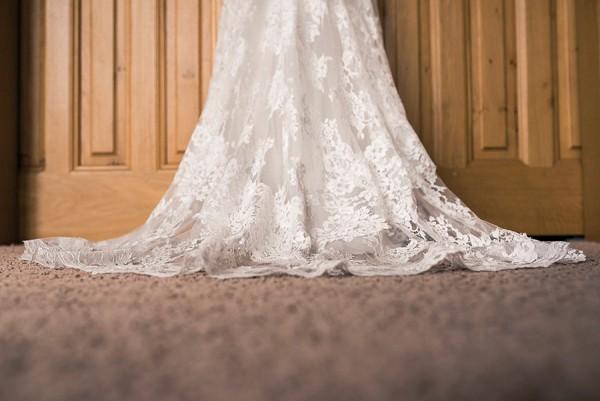 lace wedding dress inspo