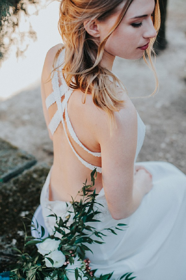 Elegant backless wedding dress