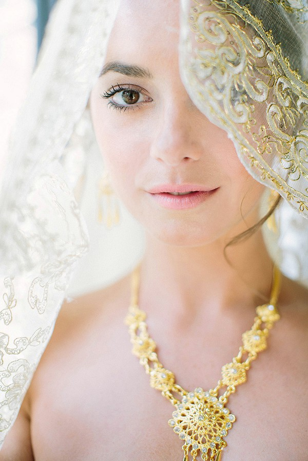Gold detail wedding weil