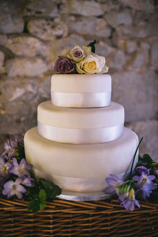Relaxed Dordogne Wedding Cake