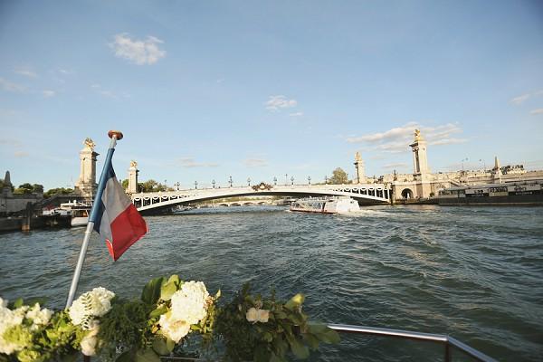 Boat wedding Paris