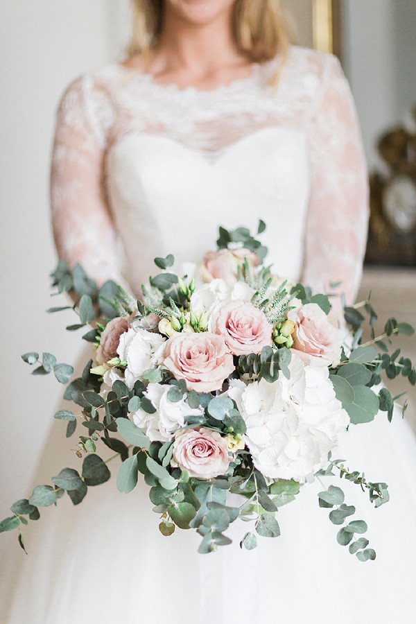 Pastel pink roses bouquet