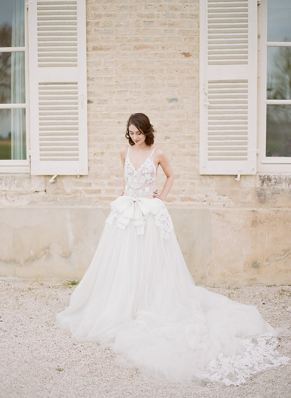 vera wang bow wedding gown