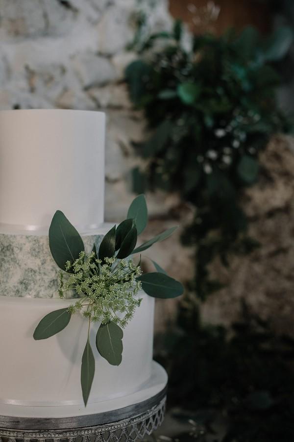 fresh flower wedding cake decor