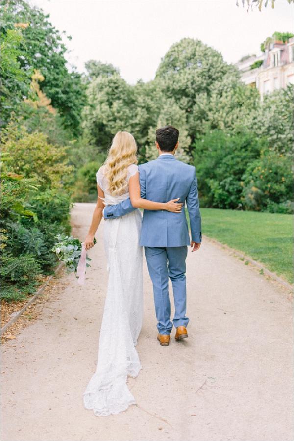 romantic couple elope to Paris