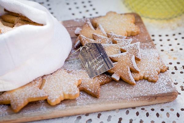 winter wedding biscuits