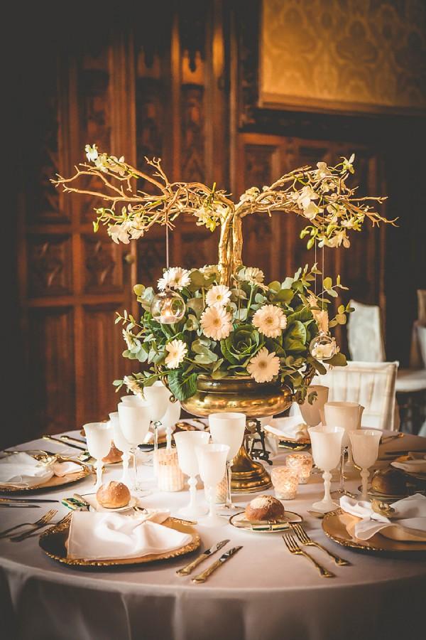 gold cuttlery wedding