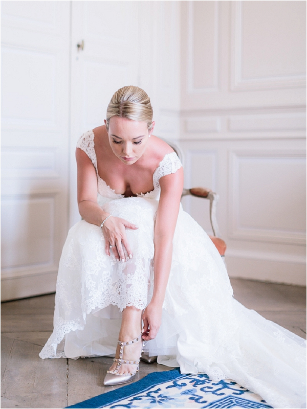 lace dress bridal portrait | Image by Ian Holmes Photography