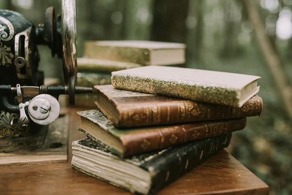vintage books wedding idea