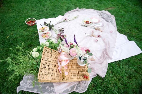 wedding day picnic theme