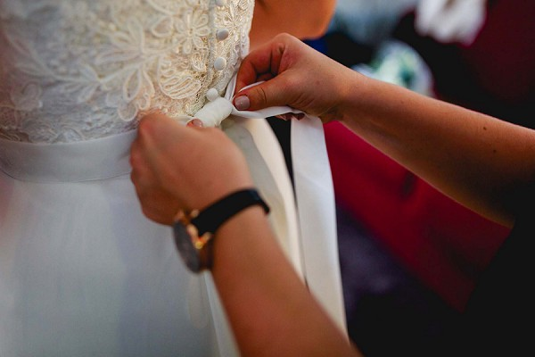 Bridal prep winter wedding