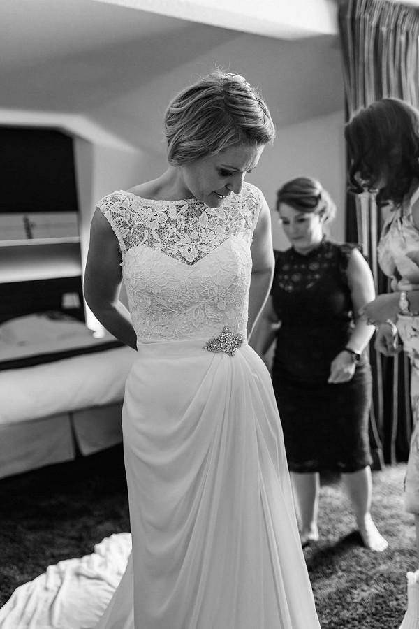 elegant sleeveless wedding gown