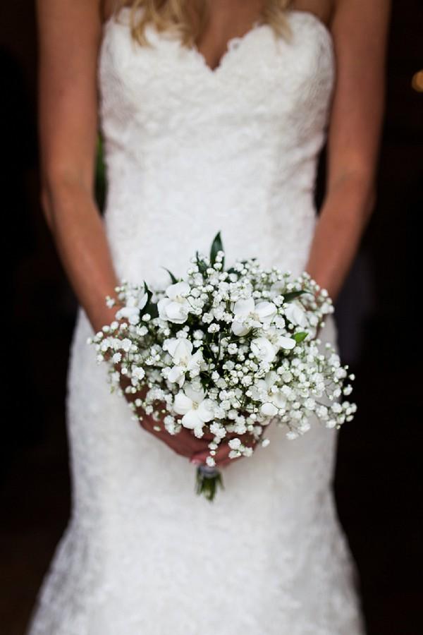 simple white flower bouquet