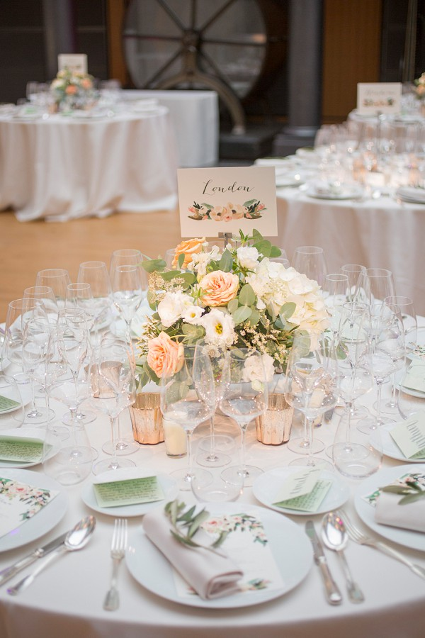 Chic table wedding decor