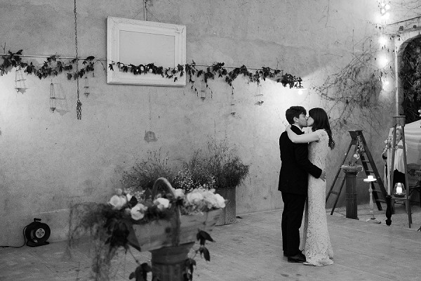 first dance wedding barn