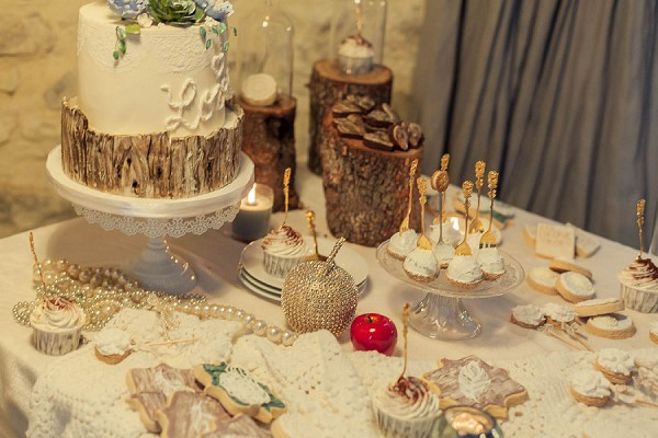 winter wedding sweet table