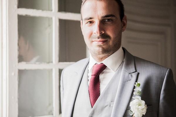 red hints wedding inspo