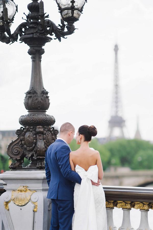 bow wedding dress