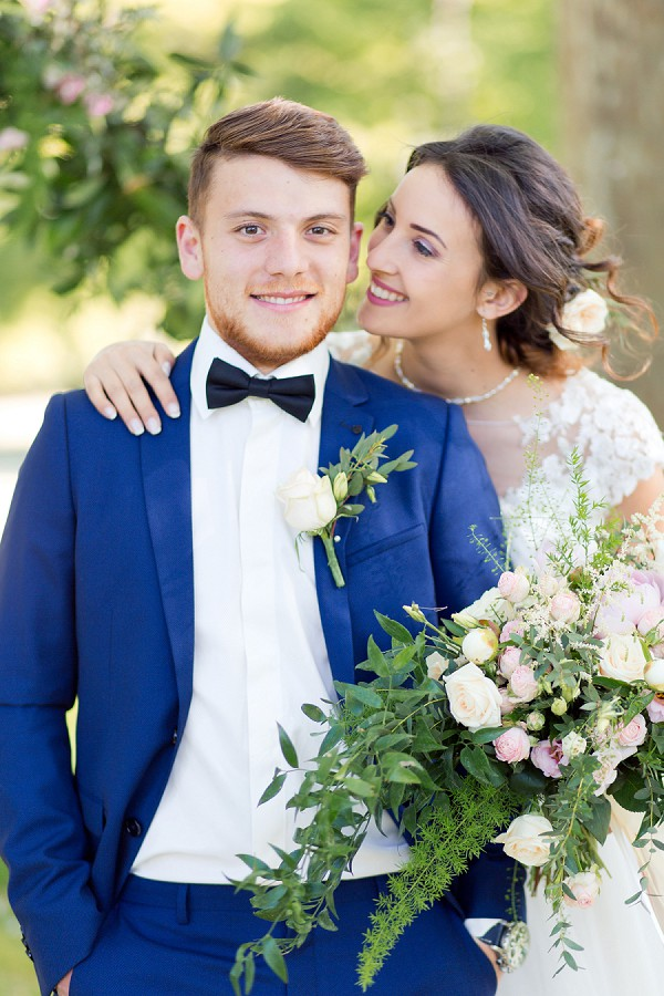 relaxed wedding flowers