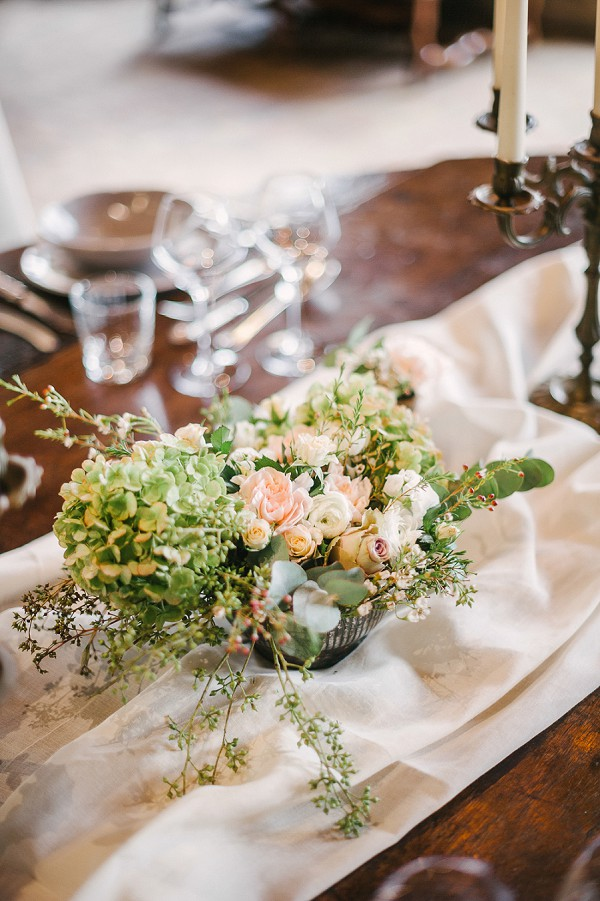 rose and green wedding flowers