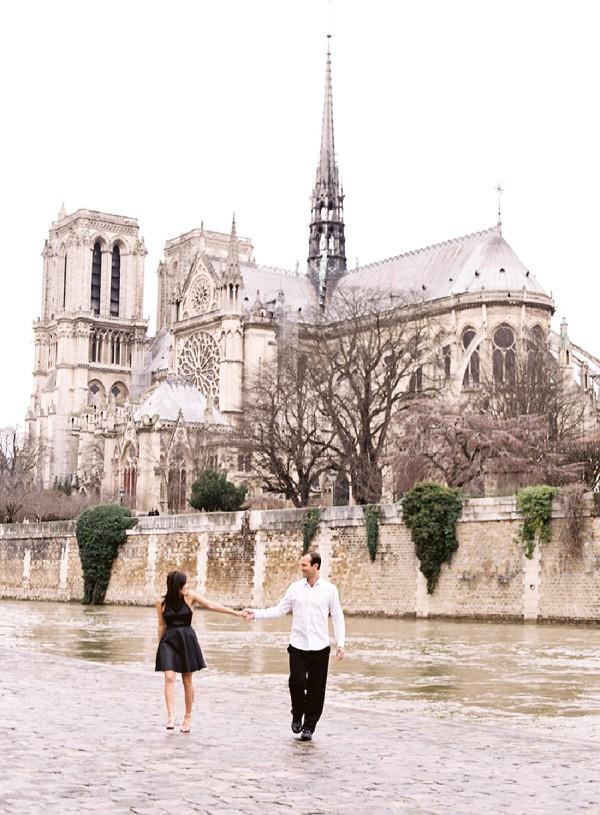 couple canal walk