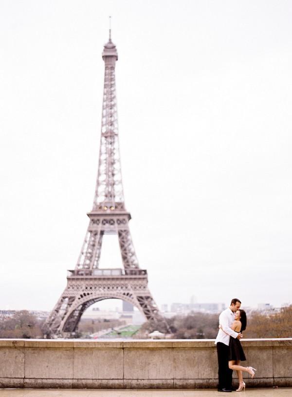 eiffel tower engagement shoot