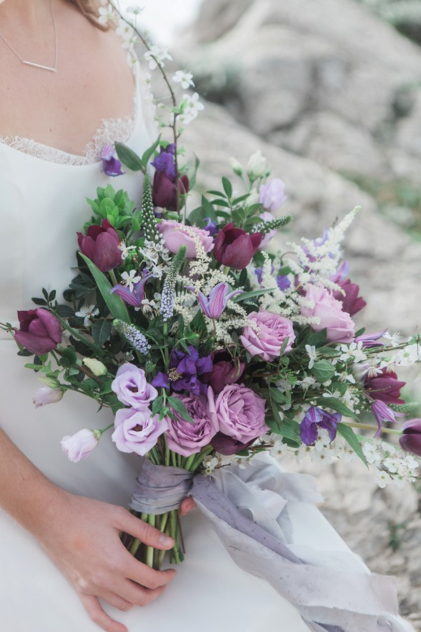 loose and natural bridal bouquet