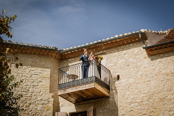 bride and groom balcony