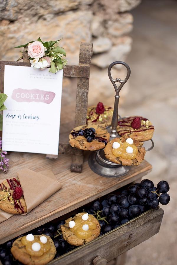 cookie wedding stand