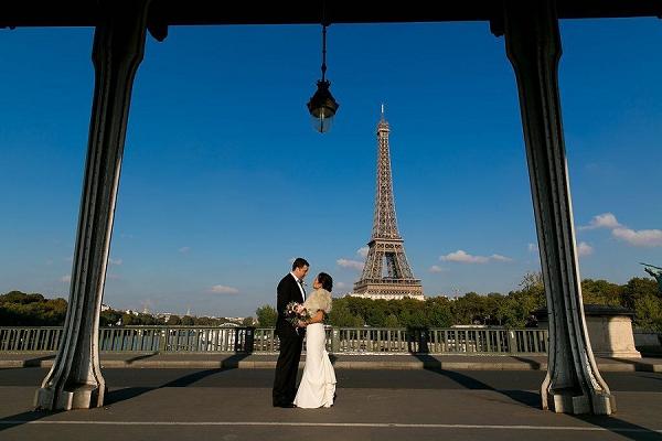 Paris car tour wedding day