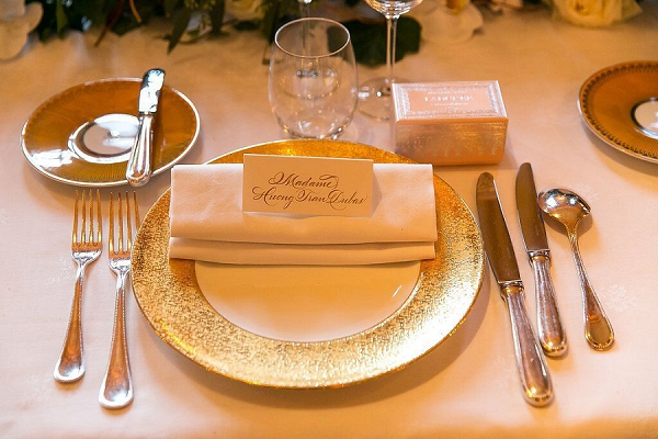 gold inspired tablescape