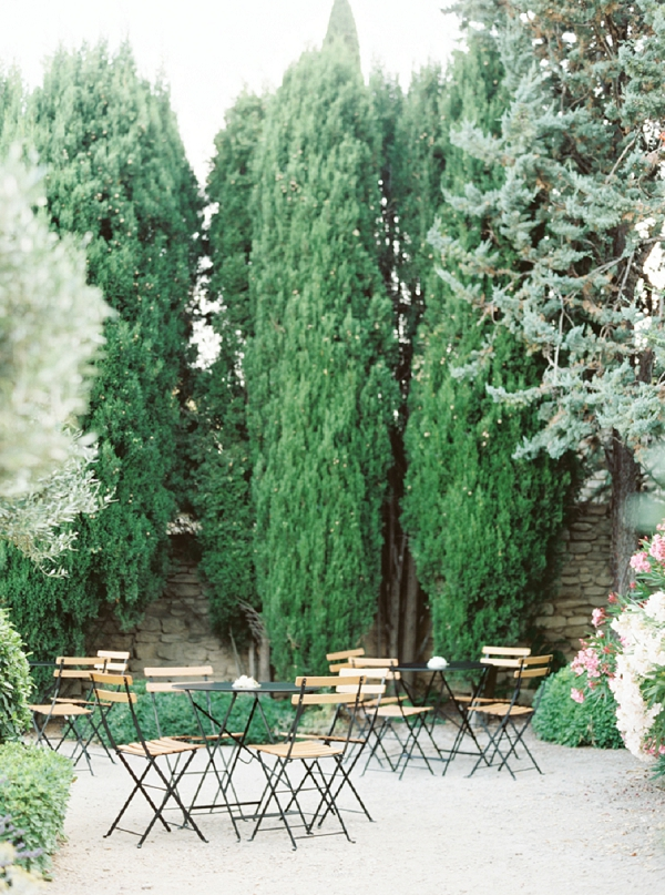 Outdoor wedding reception Gordes