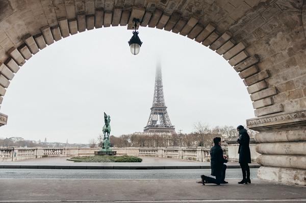 Surprise Paris Engagement