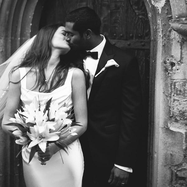 ElianConceptWeddings Bride Groom Kiss Abbaye