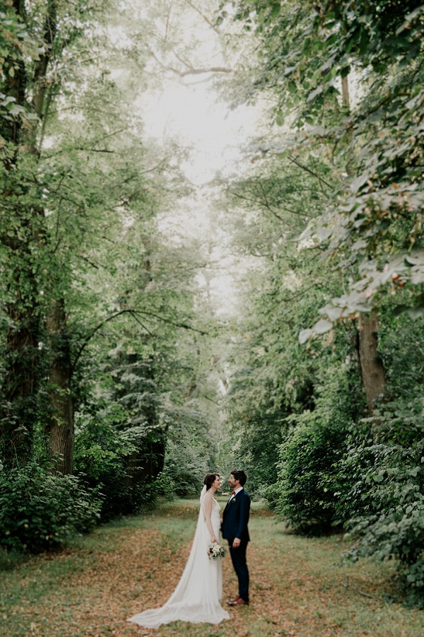 Chateau D'Aveny bride and groom