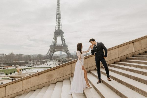 Romantic engagement shoot Paris